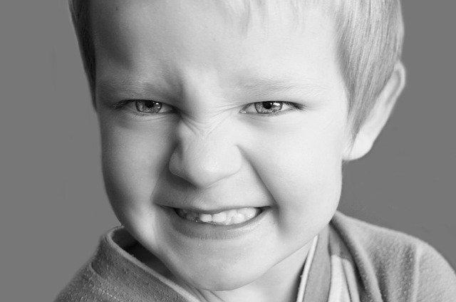 Enfant présentant des troubles de l'attention (TDA): diagnostic, symptômes et traitement.