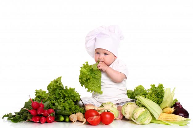 Enfant en train de manger: l'alimentation de 1 à 3 ans.