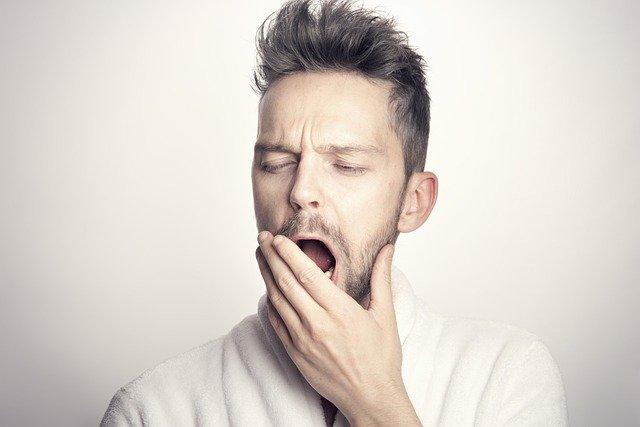 Homme souffrant d'insomnie: quel traitement naturel privilégier?