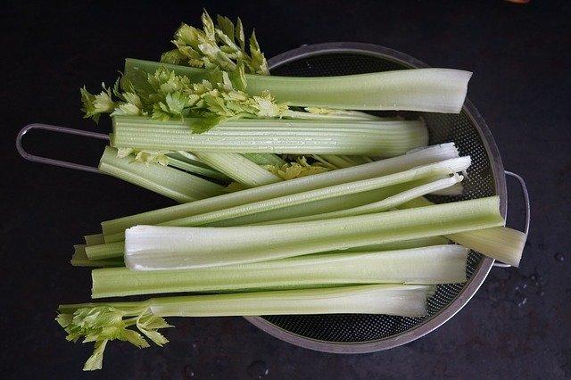 Céleri : légume alcalinisant, recommandé par l'indice PRAL.