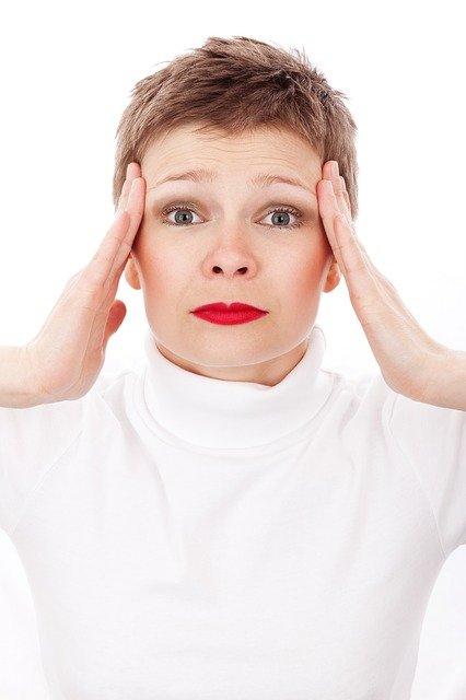 Femme souffrant de migraine : quel traitement naturel envisager?