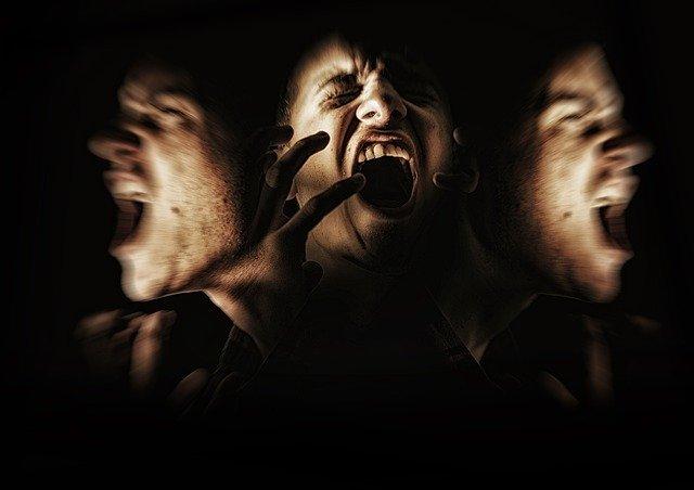 Personne souffrant de schizophrénie : traitement naturel et causes.