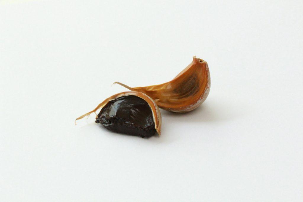 Gousses d'ail noir : bienfaits, utilisation et danger.