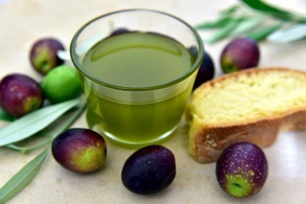 L'huile d'olive, la principale source d'aliments pour l'oméga-9 de type acide oléique.