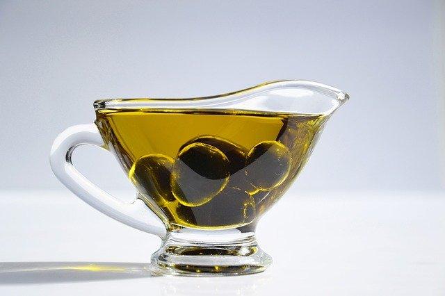Oméga-9 présent dans l'huile d'olive : bienfaits, danger et définition.