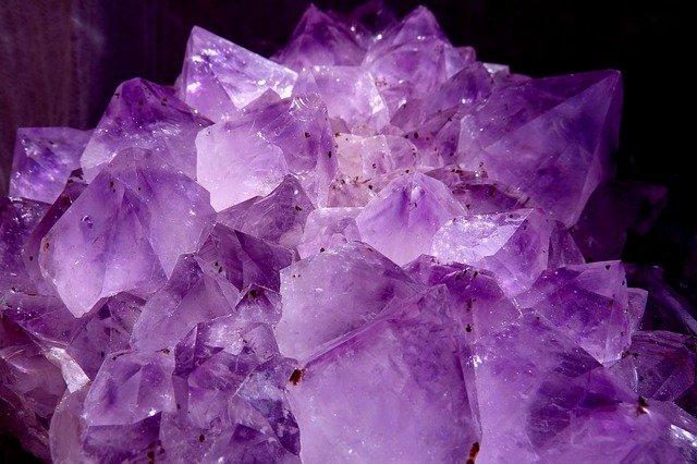 Améthyste : particularités de l'élixir minéral.