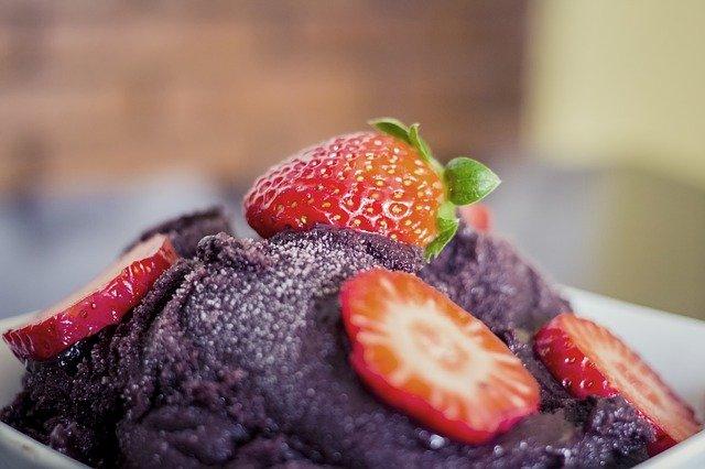 Baies d'açaï et fraises : bienfaits et posologie de ce fruit.