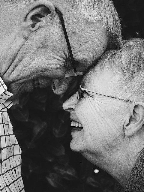 Couple âgé : traitement naturel et symptômes de l'andropause.