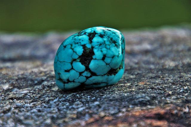 Turquoise : propriétés de l'élixir minéral.