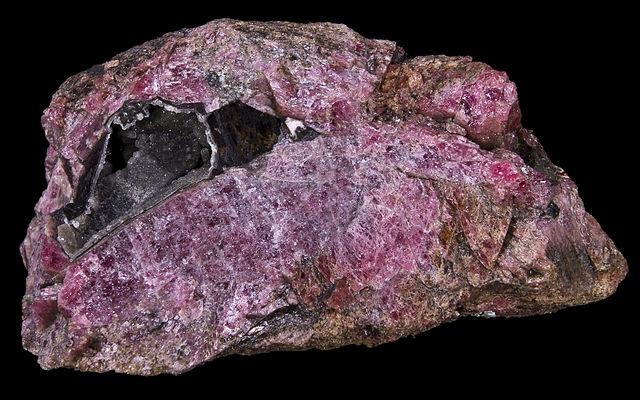 Rhodonite : propriétés et vertus de l'élixir minéral.
