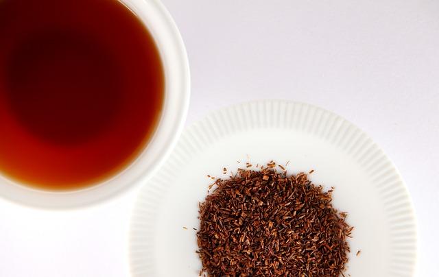 Rooibos dans une tasse : bienfaits, vertus et danger de ce thé.