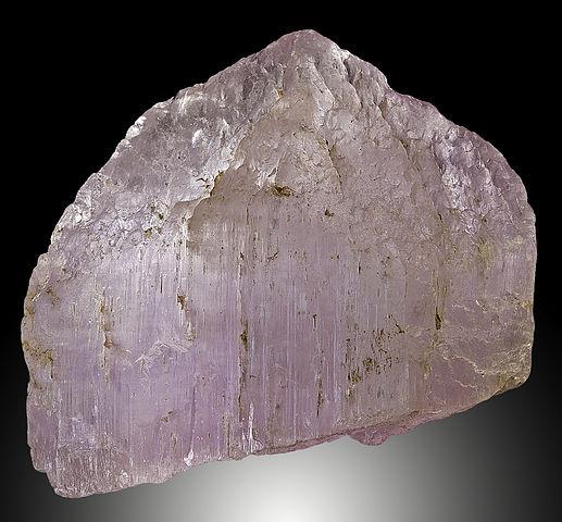 Kunzite rose : vertus de l'élixir minéral.