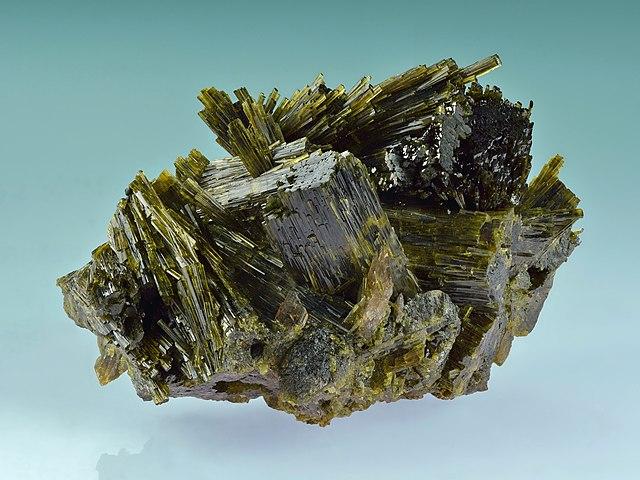 Épidote : vertus et propriétés de l'élixir minéral.
