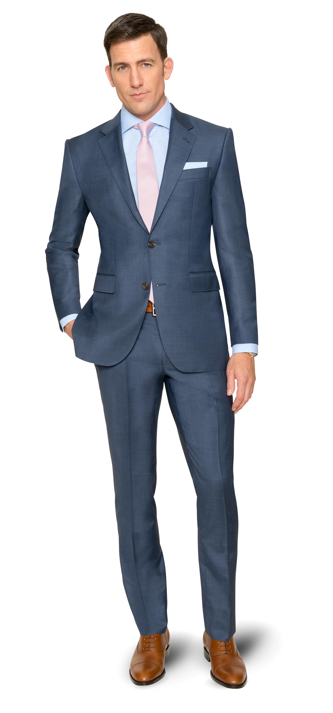 Auftritt in Stahlblau mit einem Anzug von DOLZER