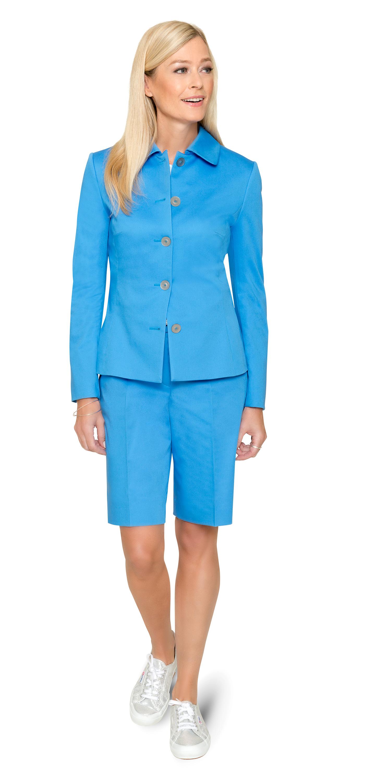 Himmelblau – die perfekte Farbe für Bermuda und Blazer nach Maß