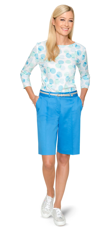 Himmelblau – die perfekte Farbe für Bermuda und Bluse nach Maß