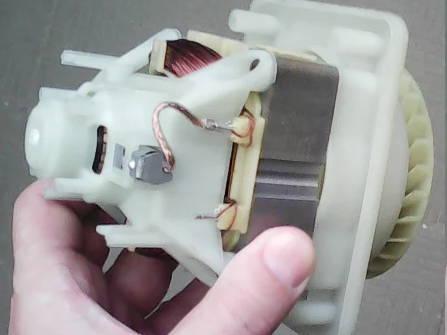 Электродвигатель с коротким статором для четырехколесной косилки