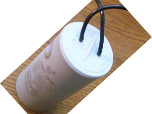 Конденсатор 20µF на проводах для насоса Водолей БЦПЭ-0.5 16У