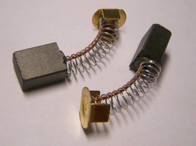 Токосъемные щетки сечением 12*8 мм и контактами с крепежными скобами