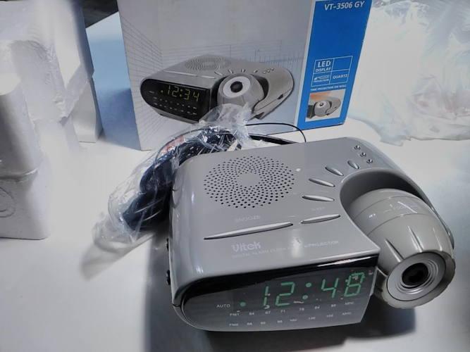 Часы-будильник с радиоприемником и проектором Vitek VT-3506 B / VT-3506 GY