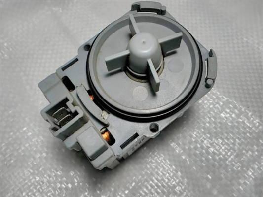 Насос стиральной машины Bosch 141874 на трех защелках