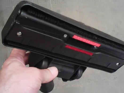 Стильная щетка на роликах для пылесоса под трубу 32 мм