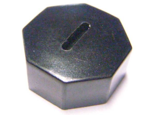 Пробка щеткодержателя с внутренней резьбой на 18 мм