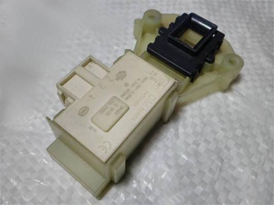 Замок люка 88*52 стиральной машины Indesit на 3 контакта