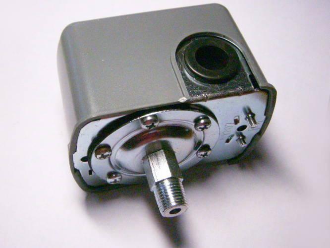 Автоматика давления для насосной станции под штуцер с боковым проводом