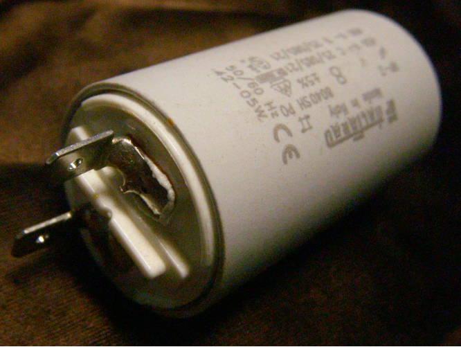 Круглый конденсатор 8мкФ на клеммах с болтом М8