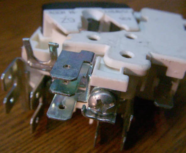 Европейское пусковое реле 757NFBYY компрессора холодильника на 1.2 ампера