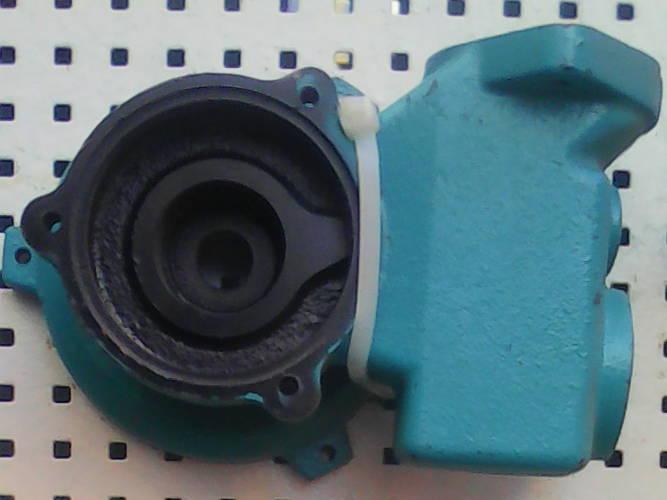 Передняя чугунная крышка для насосной министанции