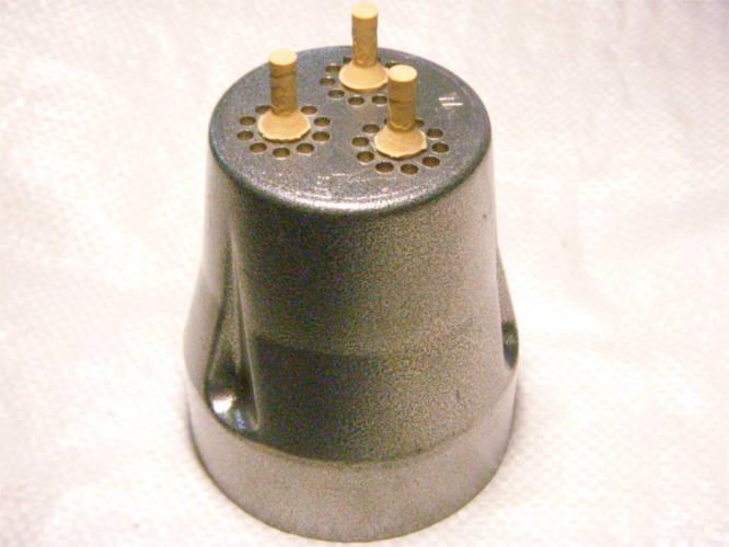 Крышка 3-х клапанного вибрационного насоса Акула с нижним забором