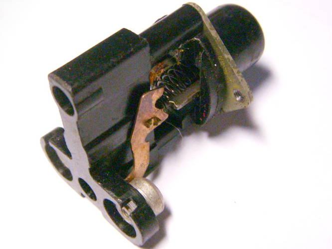 Кнопка без фиксатора на высокой ножке для советского пылесоса