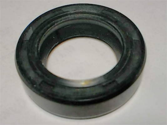 Резиновый сальник TC 18*28*7 на вал насоса 18 мм