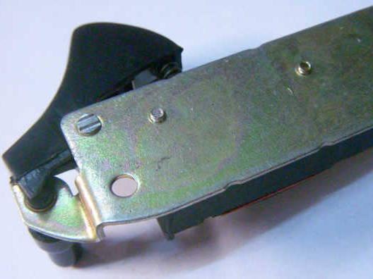 Длинная кнопка электропилы на пластине