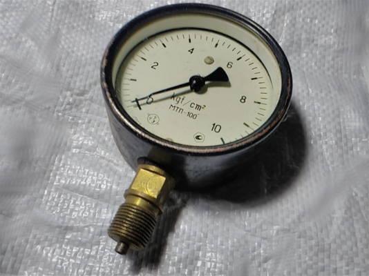 Советский манометр МТП-100 для измерения неагрессивных жидкостей, пара и газа