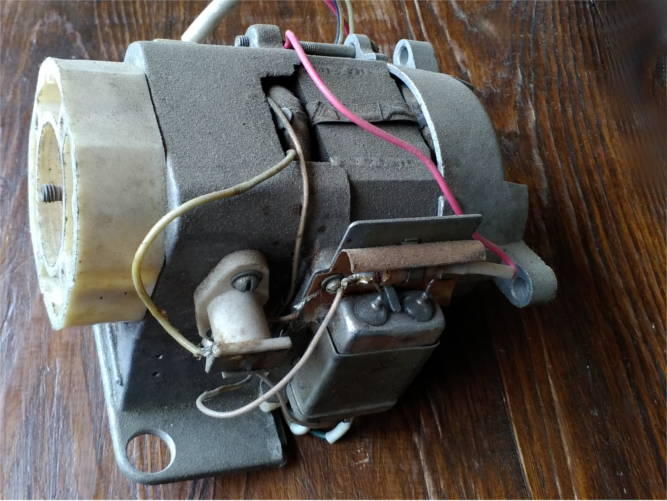 Электродвигатель кухонного комбайна Мрия