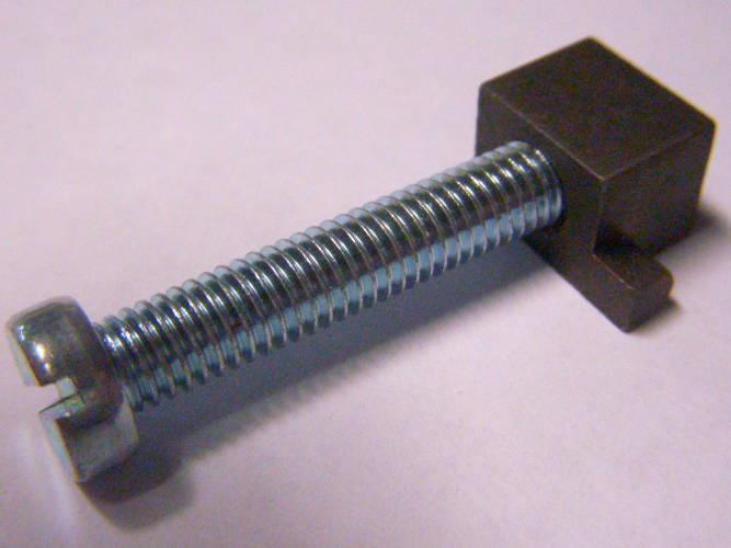 Винтовой натяжитель 44 мм цепи электропилы Rebir