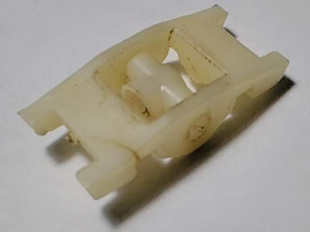 Пластиковый держатель ножа электробритвы Эра 10 с ножом