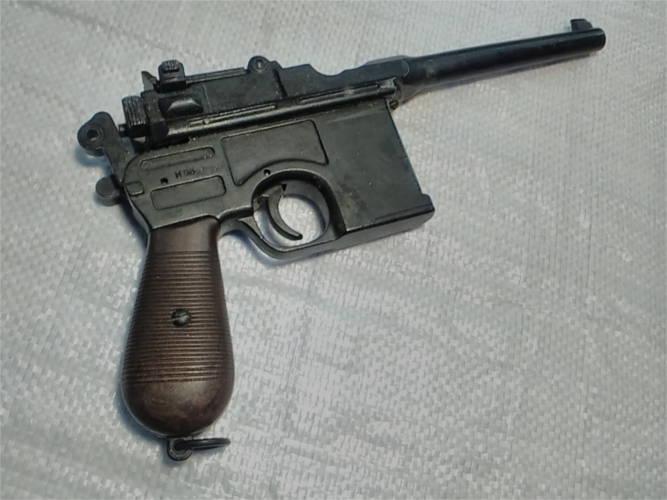 Полноразмерный макет пистолета Маузер