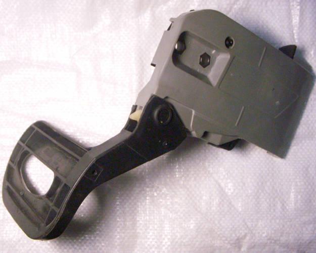 Тормоз цепной электропилы с натяжителем и крышкой в сборе