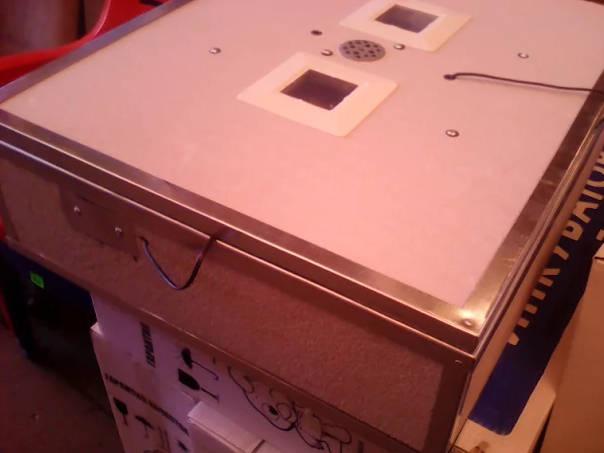 Домашний инкубатор с вентилятором и автоматическим переворотом на 140 яиц
