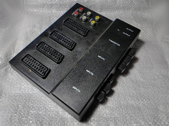 Универсальный адаптер для домашней аудиовидеотехники