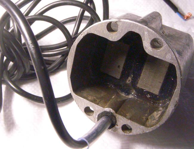 Нижняя электрическая часть в сборе для вибронасоса с верхним забором Малыш, Дачник