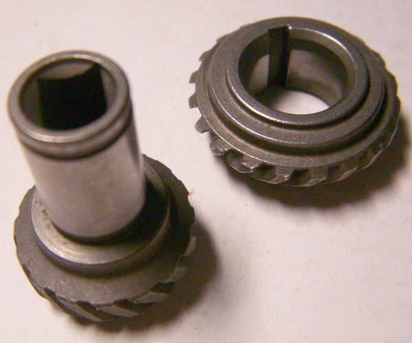 Зубчатая пара шестерней электрокосы на вал квадрат 5*5 мм