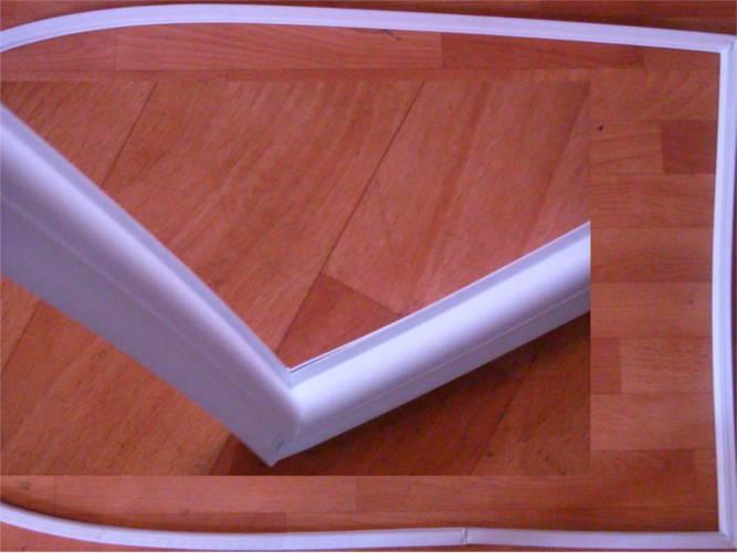 Полукруглое уплотнение двери холодильника Днепр-3