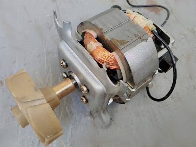 Электродвигатель соковыжималки Dex в сборе с муфтой