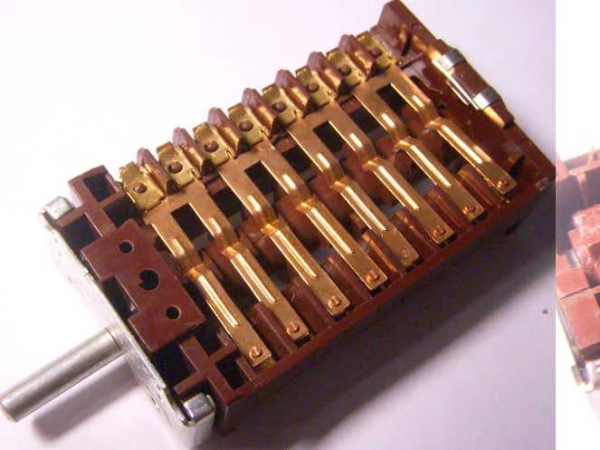 Переключатель EGO 42.880.00 на 9 контактов на 16 ампер для электроплиты Whirlpool