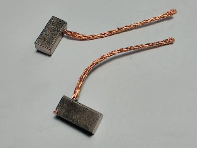 Медно-графитовые щетки 4*5*11 голые провода